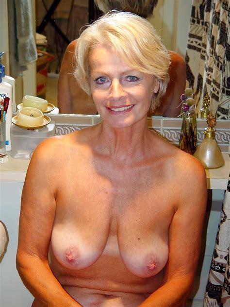 Justine A Mature Blonde Posing Pics Xhamster Com