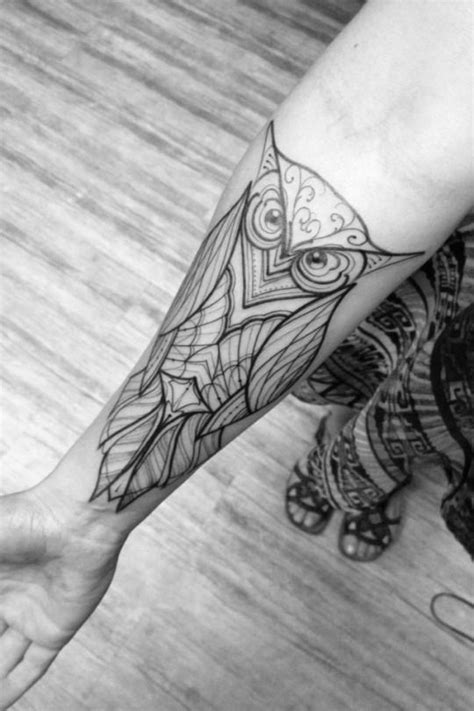 Animal Tattoo Designs - BLACK AND WHITE DESIGN ON FOREARM