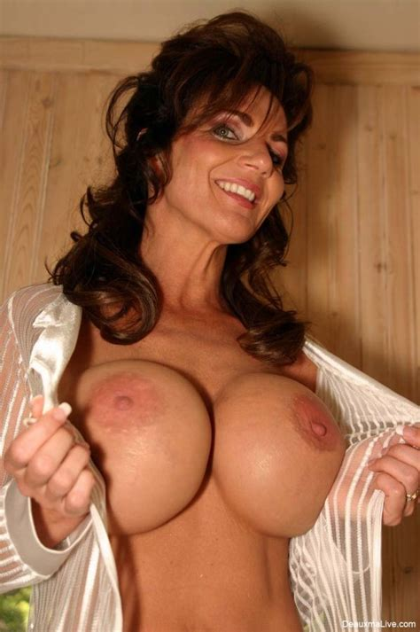 Big Tits Huge Rack Milf Deauxma Lingerie Nude Legs Pichunter