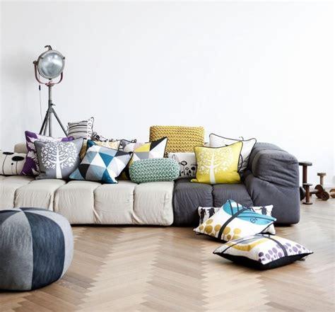 coussins originaux canap déco salon moderne pour une atmosphère chaleureuse