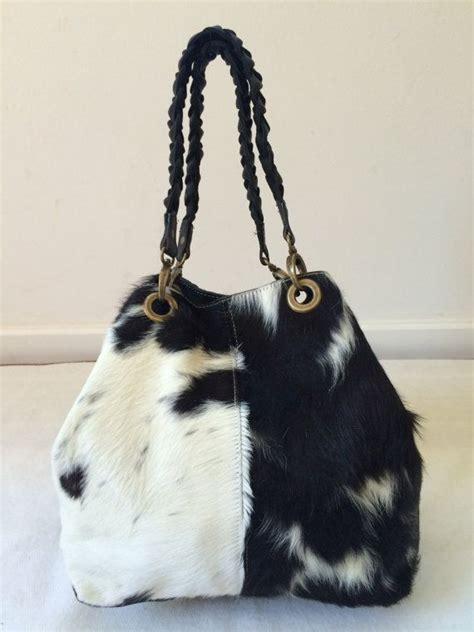 Cowhide Handbags by Best 25 Cowhide Purse Ideas On Western Wear