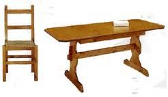 Tavoli in Pine e Abete Sedie in Pino e Abete Vetrinette Armadi Attaccapanni Panche Cassapanche