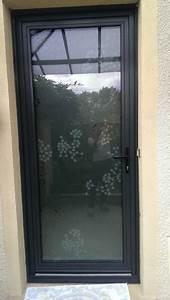 portes d39entree alu traditionnelles lyon gt menuiserie With remplacer une porte d entree