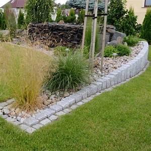 Steine Für Beete : granit palisaden gartengestaltung steine gruen gras ~ Lizthompson.info Haus und Dekorationen