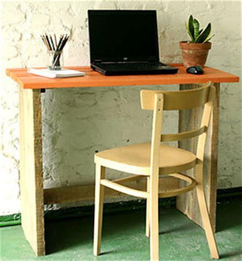 faire un bureau en bois bureau bois brut esprit cabane idees creatives et ecologiques