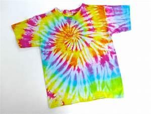 Comment Faire Un Tie And Dye : le tee shirt spirale en tie and dye teindre les tissus ~ Melissatoandfro.com Idées de Décoration