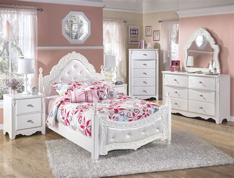 Ashley Furniture Exquisite White 2pc Bedroom Set With Full