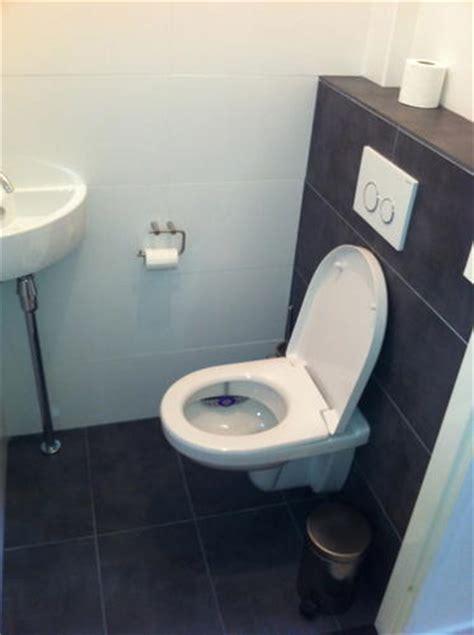 hangend toilet afwerken aftimmeren hangend toilet zodat deze betegeld kan worden
