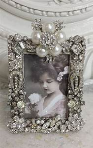 Shabby Chic Herstellen : vintage solid rhinestone picture frame old earrings pins buttons pearls deko pinterest ~ Indierocktalk.com Haus und Dekorationen