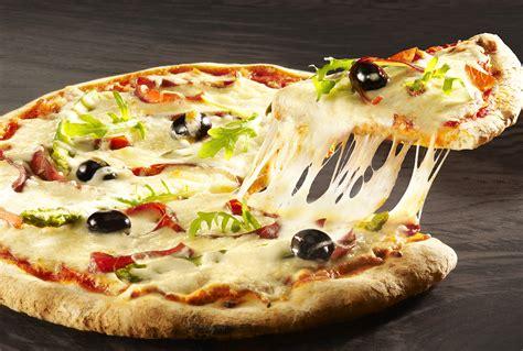 cuisine italienne pizza cuisine recettes de pizza italienne et de chaussons calzone il gusto recette pizza saumon