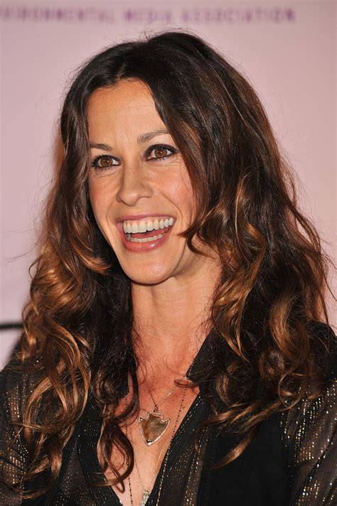 Pregnant Alanis Morissette speaks out about her multiple ...