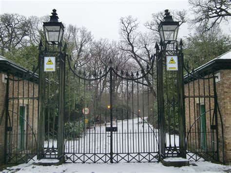 images for gates file bushy house gates in bushy park with snow jpg wikimedia commons