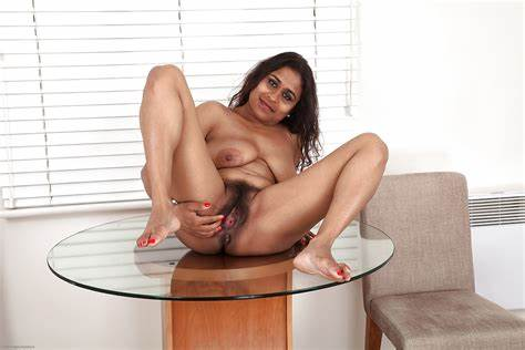 Native Legs Playing Pictures Gallery Fatty Thais Whore Lassie With Pink Boob And Shaved Pussy