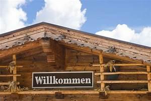 Ferienhaus Holz Bauen : blockhaus selber bauen bei einem einschalig gebauten blockhaus bestehen die wnde aus massiven ~ Whattoseeinmadrid.com Haus und Dekorationen