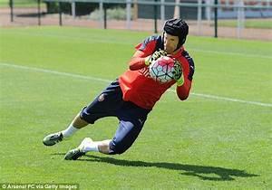 Petr Cech begins Arsenal glove affair as former Chelsea No ...
