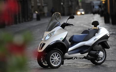 Piaggio Backgrounds piaggio mp3 hybrid wallpapers and images wallpapers