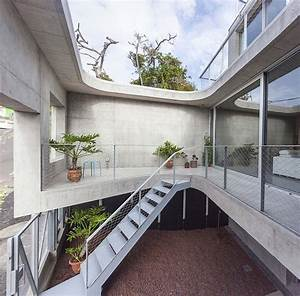 Concrete, Home, With, Interior, Courtyard