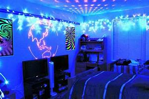 Students like psychedelic dorm decor – The Advocate