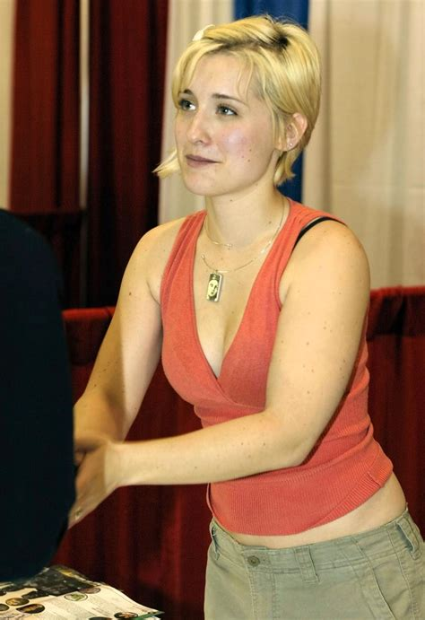 hot  sexy pictures  allison mack   fall