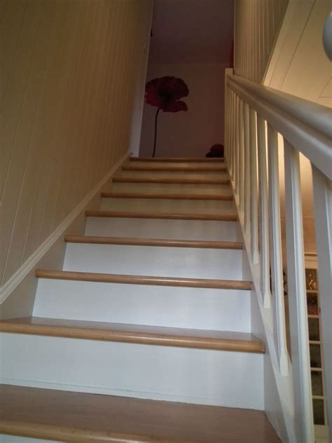 peinture couloir avec escalier la mont 233 e d escaliers est finie ouf le orang 233 de sylvie