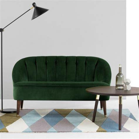 canapé velours vert 1000 idées à propos de canapé en velours sur