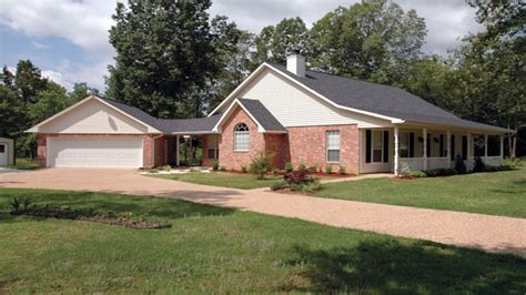 story ranch style houses ranch house  detached garage country bungalow house plans