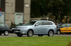 Avis Mitsubishi Outlander Phev : mitsubishi outlander phev la formule du succ s automobile ~ Maxctalentgroup.com Avis de Voitures