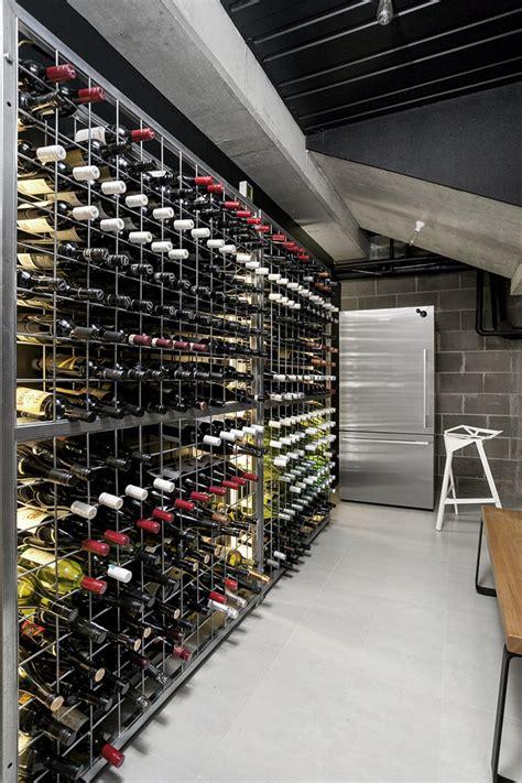 cave a vin moderne maison moderne en noir et blanc