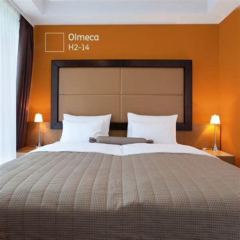 combina los colores calidos  los colores intensos tendras armonia en tu habitacion