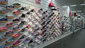 Espaces Des Marques : l espace des marques men 39 s clothing 2e rue de la ~ Mglfilm.com Idées de Décoration