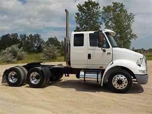 International 8600  2005    Sleeper Semi Trucks