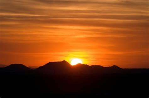 what determines the color of light what determines sky s colors at and sunset