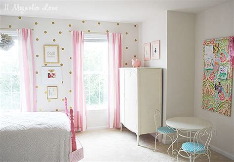 Little Girl's Room Decorated In Pink, White & Gold |