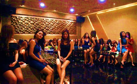 How a Chinese Business KTV works - About the Girls