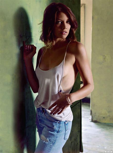 The Walking Dead S Lauren Cohan Does A Sexy Maxim Photo Shoot Nerd Reactor