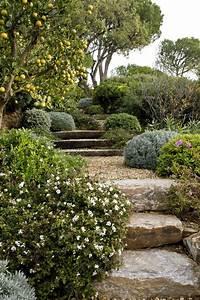 massif de fleurs avec des pierres fashion designs With grosse pierre pour jardin 1 mon jardin mois apras mois page 4 mon jardin mois