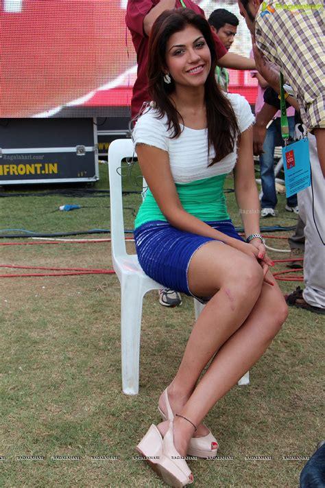 pics  sexy archana vijaya hot ipl host tv anchor