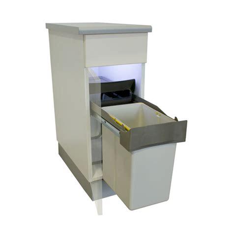poubelle int馮r馥 meuble cuisine une astuce pour la cuisine la poubelle encastrable