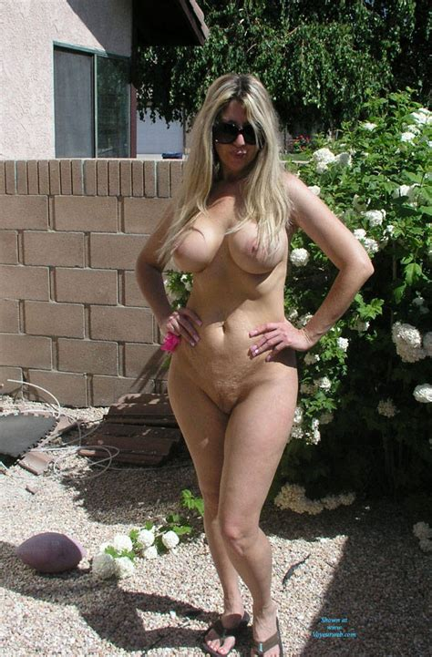 Sexy Blonde S Outdoor Nudity With Sunglasses May