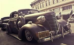 ¿Conoces las diferencias entre un automóvil clásico y un