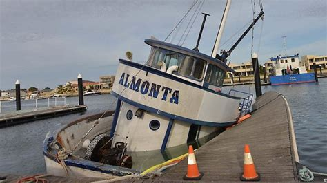 tuna boat sinks lukin family tuna boat sinks in port lincoln marina