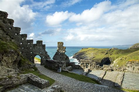 tintagel north cornwall  essential guide