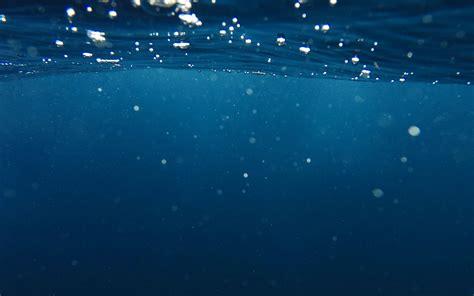 vr20-bubble-underwater-swim-blue-dark-pattern-wallpaper