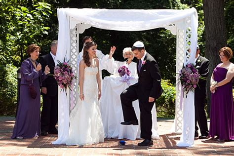 What Are The Traditions At A Jewish Wedding?
