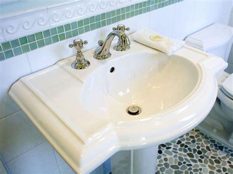 hide pipes  bathroom sink em