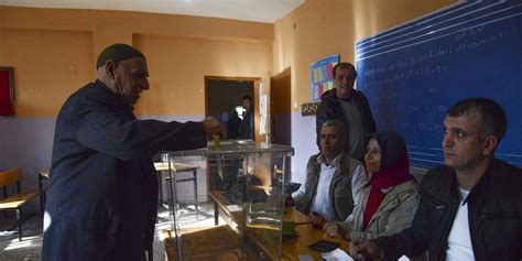 turquie ouverture des bureaux de vote pour le r 233 f 233 rendum