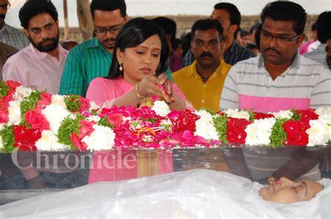 actress kalpana brother mollywood stars pay last respects to actress kalpana