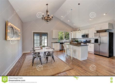 vaulted kitchen ceiling lighting what is a high vaulted ceiling www energywarden net 6754