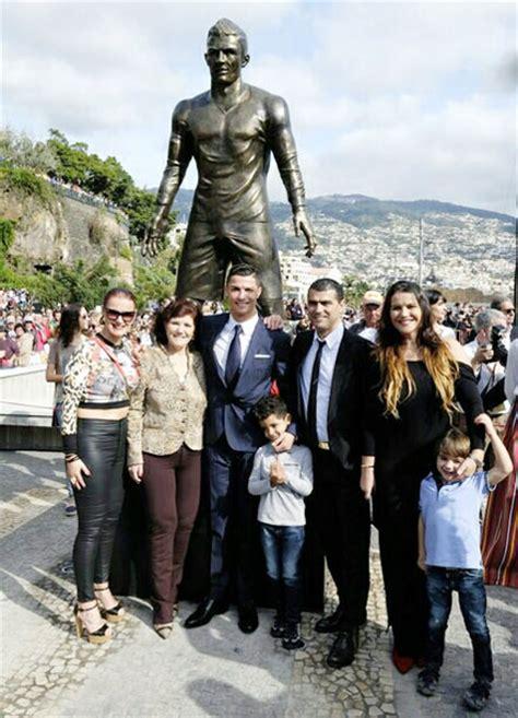 ronaldo unveils statue sculpted   honour rediff sports