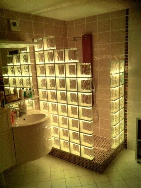 carrelage metro cuisine cabine de en briques de verre avec un éclairage par led